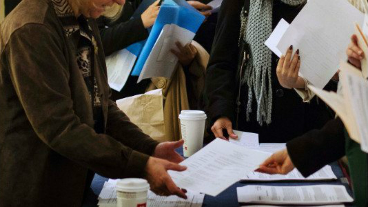 Solicitudes de ayuda por desempleo en EU tocan nuevo récord histórico