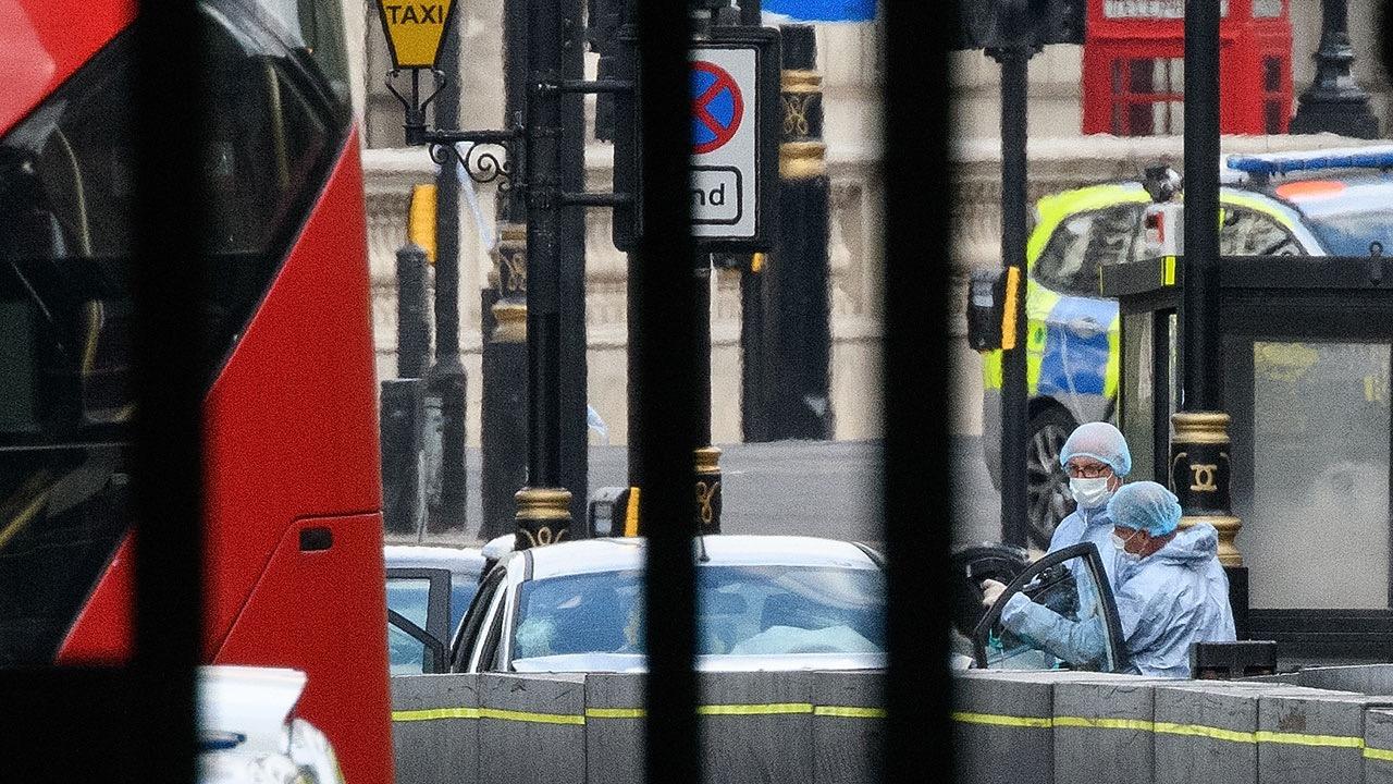 Presunto atentado terrorista en Parlamento británico deja tres heridos