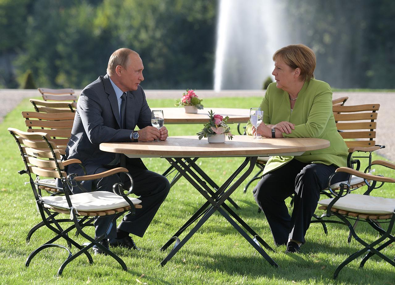 Merkel llama al dialogo a Putin para solucionar temas controversiales