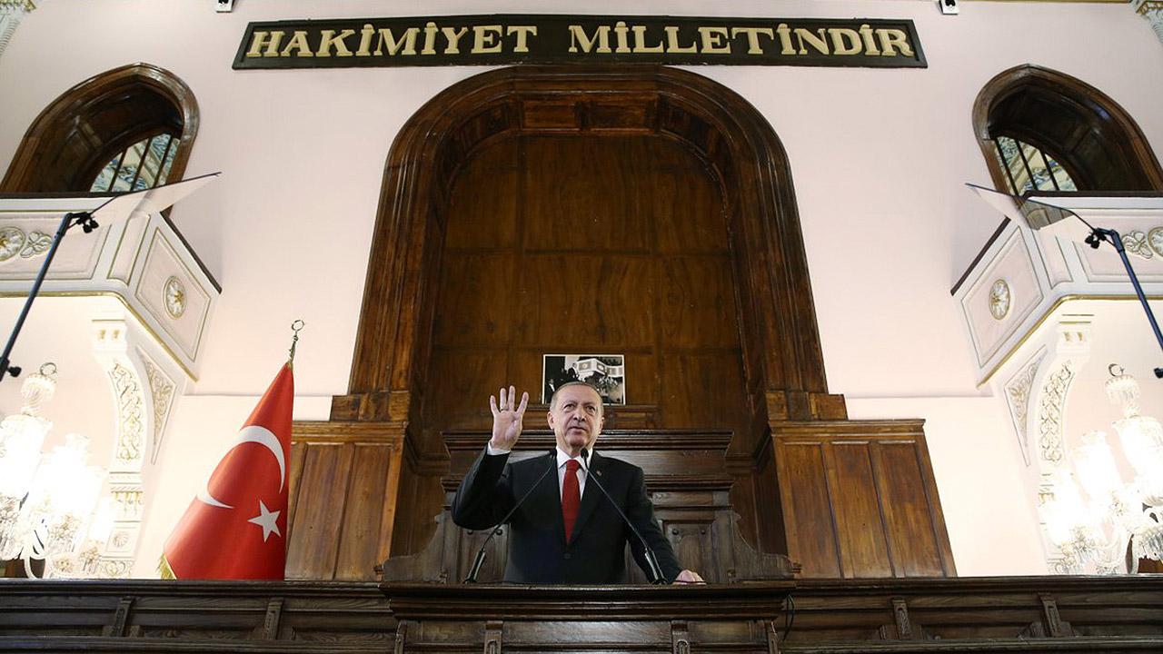 Presidente turco pide a sus ciudadanos cambiar oro por liras