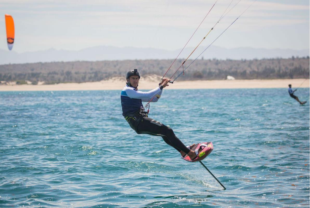 Una medalla contra viento y marea: la primera de México en kiteboarding