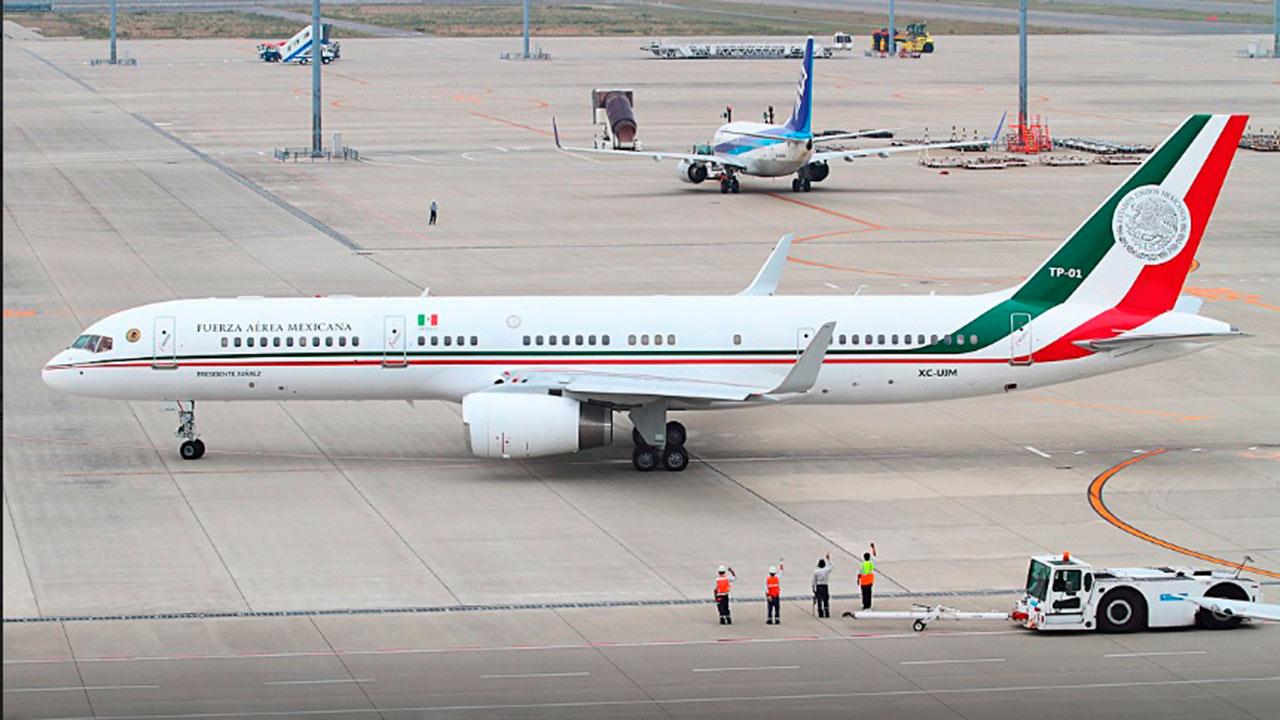 Avión presidencial llega al aeropuerto de California