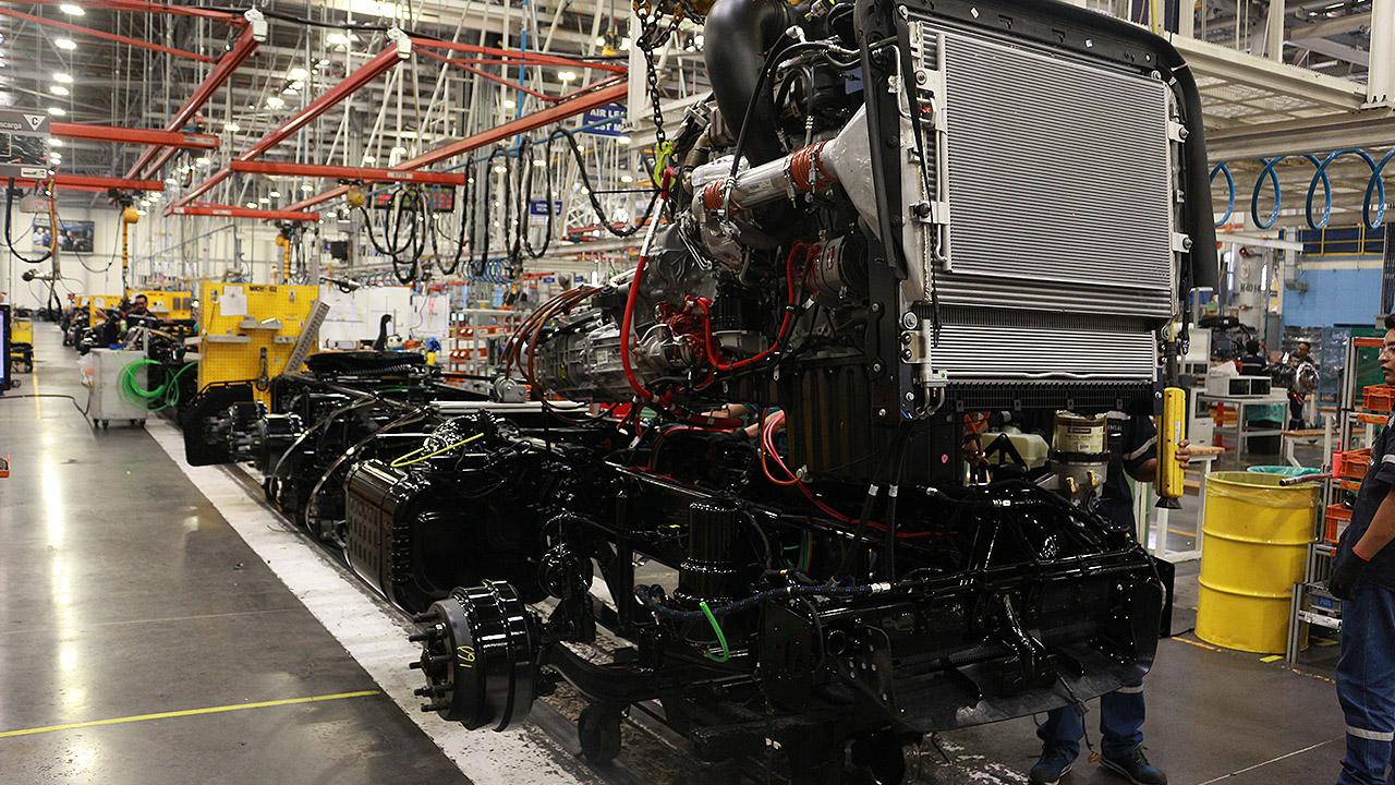 Producción de camiones retrocede por incertidumbre sobre diésel limpio