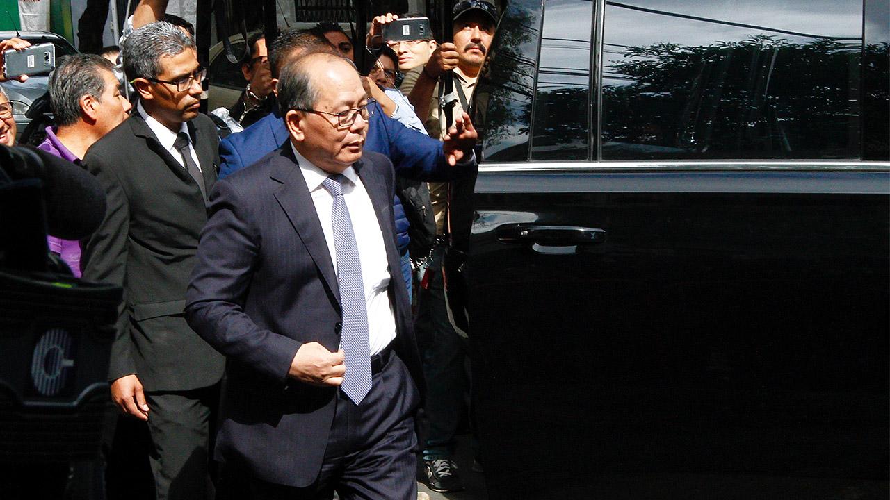 Embajador de China llega a reunión con López Obrador
