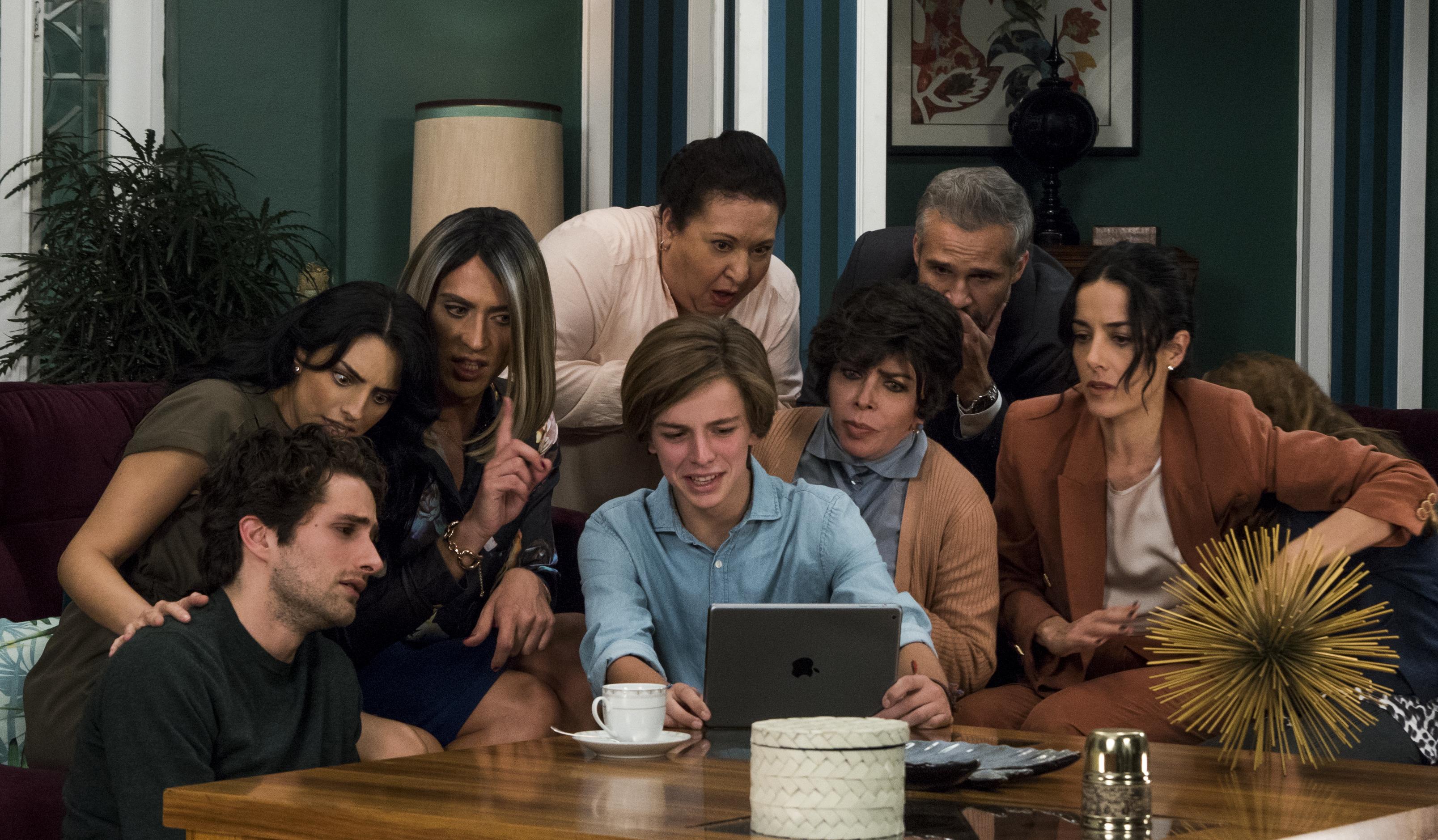 Por qué todo mundo habla de La casa de las flores, la serie de Netflix