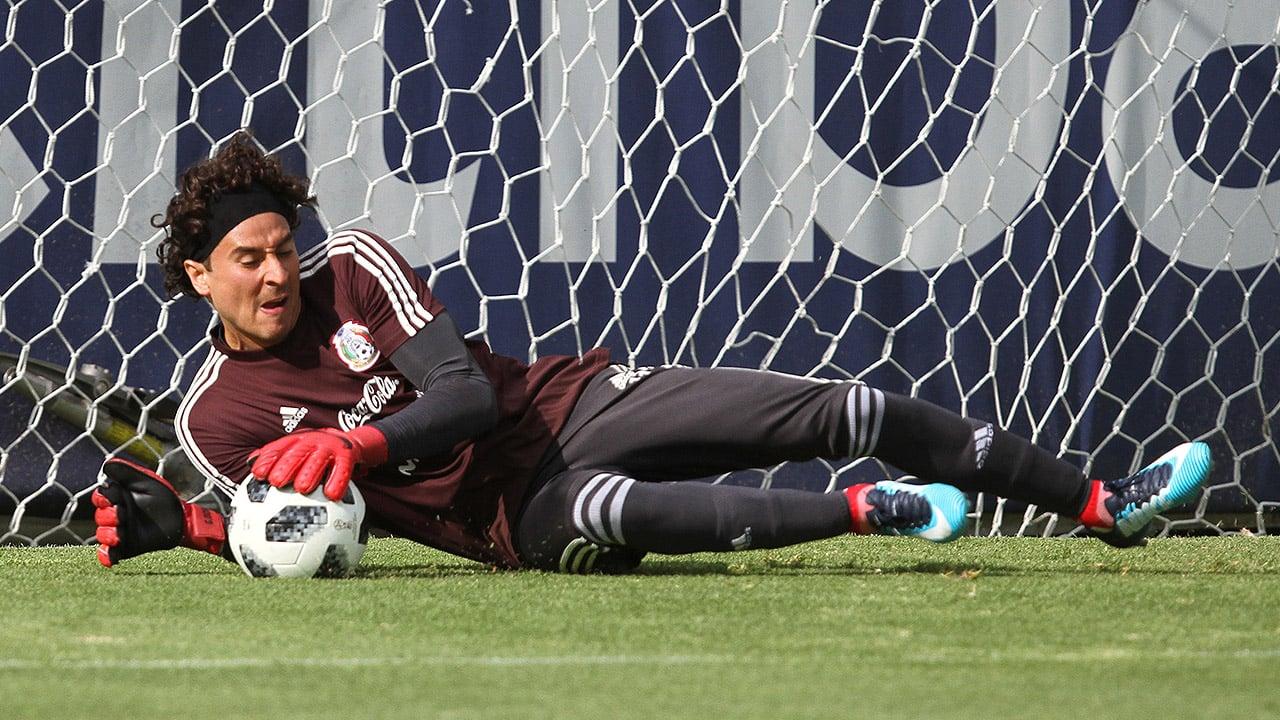 Guillermo Ochoa jugará la Champions League con el Nápoles