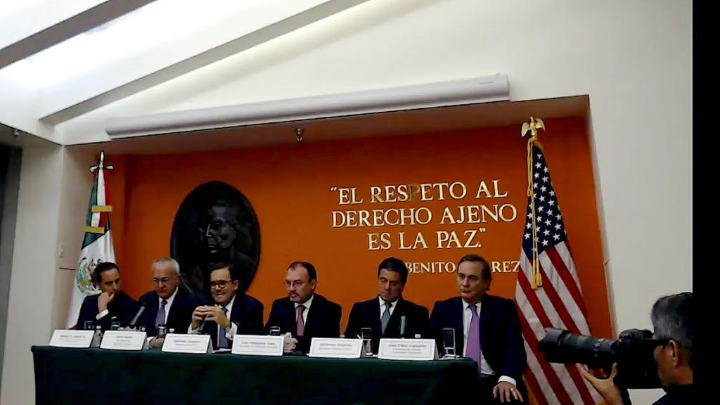 En bloque, equipo de AMLO y de Peña celebran acuerdo con EU