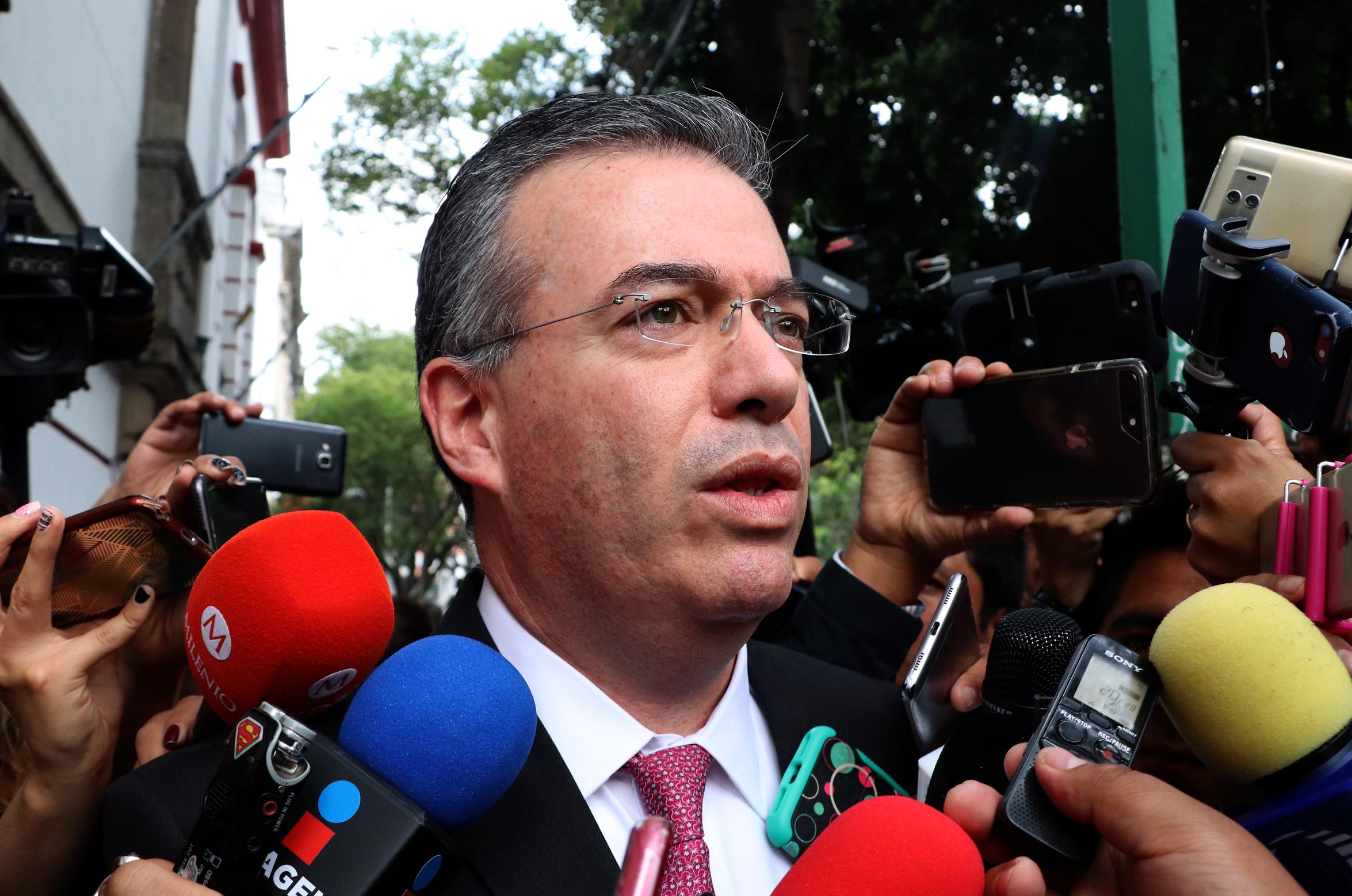 Cada quien en su trinchera, dice gobernador de Banxico a AMLO
