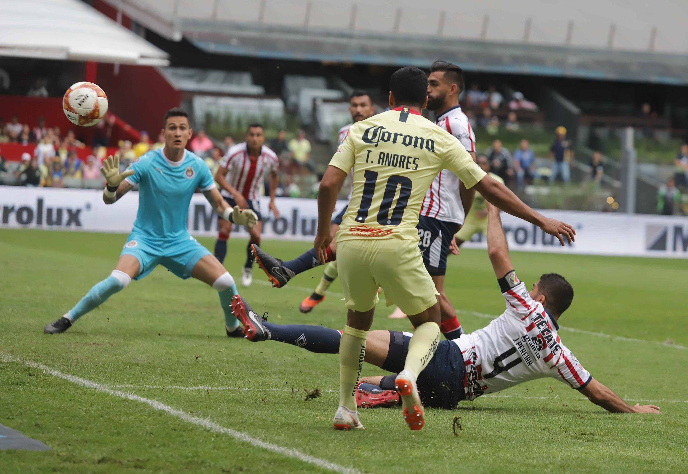 Se lo perdió: América deja ir victoria sobre las Chivas en el Clásico