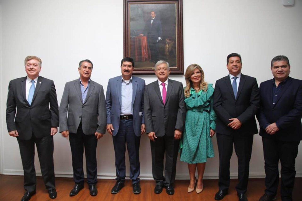 AMLO y gobernadores acuerdan reducir IVA e ISR en norte del país