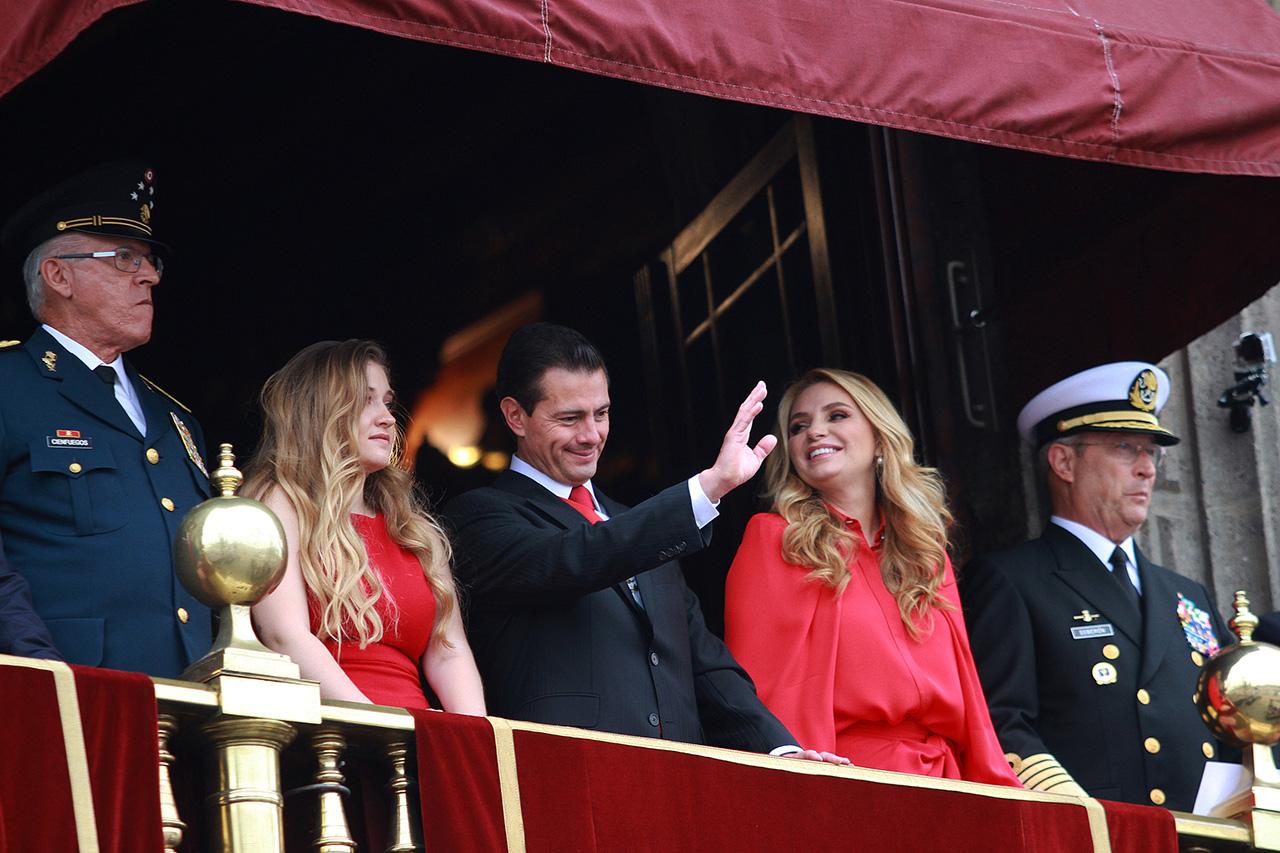 Peña Nieto encabeza su último Desfile Militar como presidente