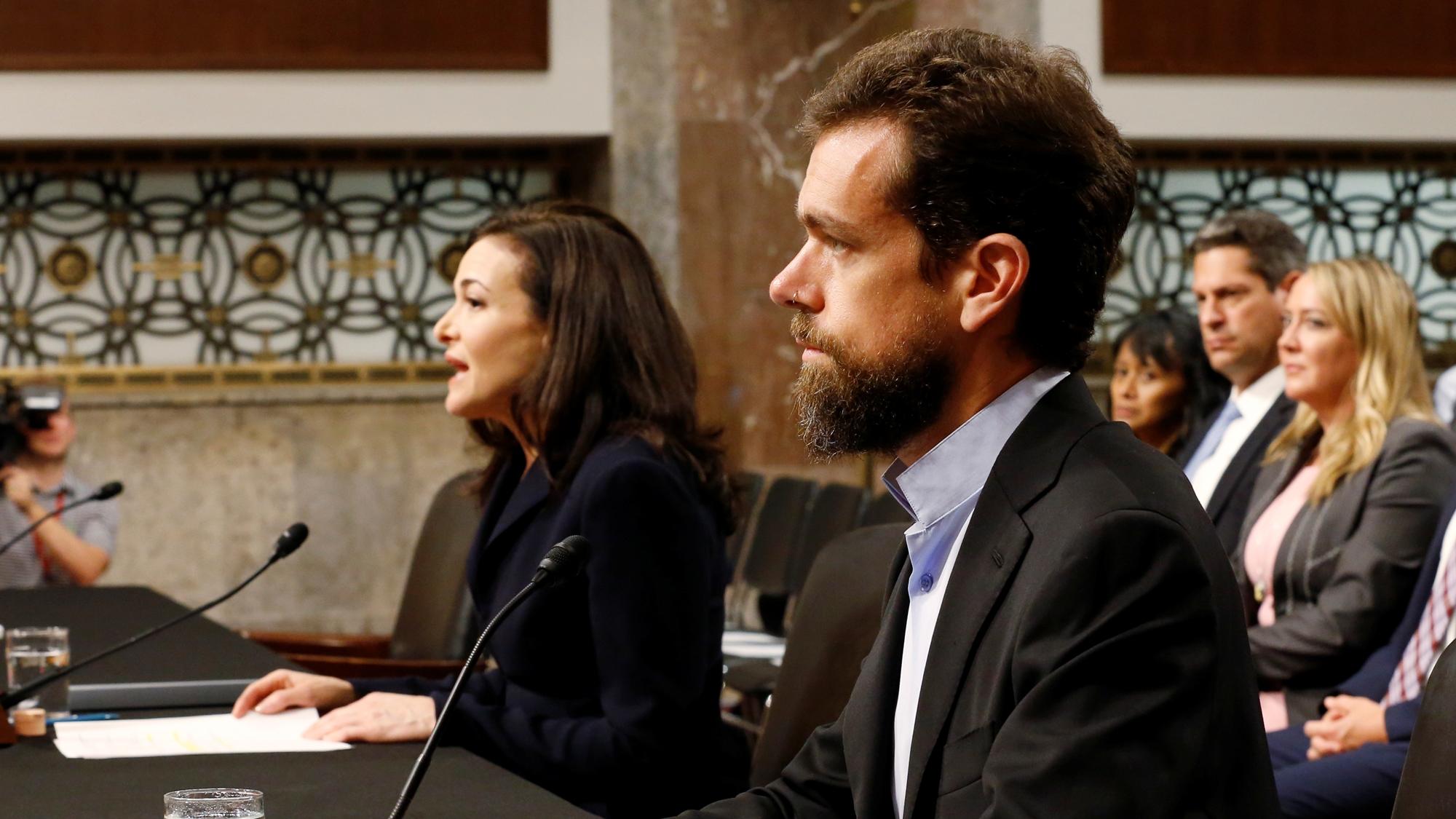 Twitter y Facebook caen en bolsa tras audiencias con legisladores