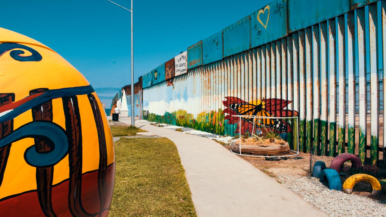 Casa Blanca baja el tono tras amenazas de cierre de la frontera con México