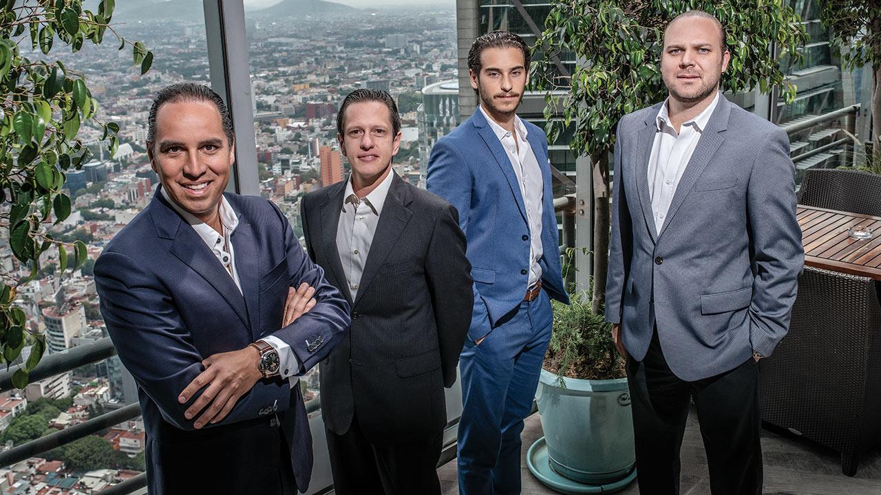 Ellos están detrás del primer holding social mexicano