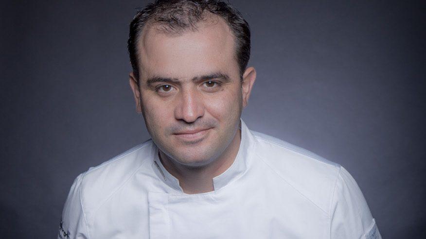 El chef Jonatán Gómez Luna cocina su libro 'Le Chique'