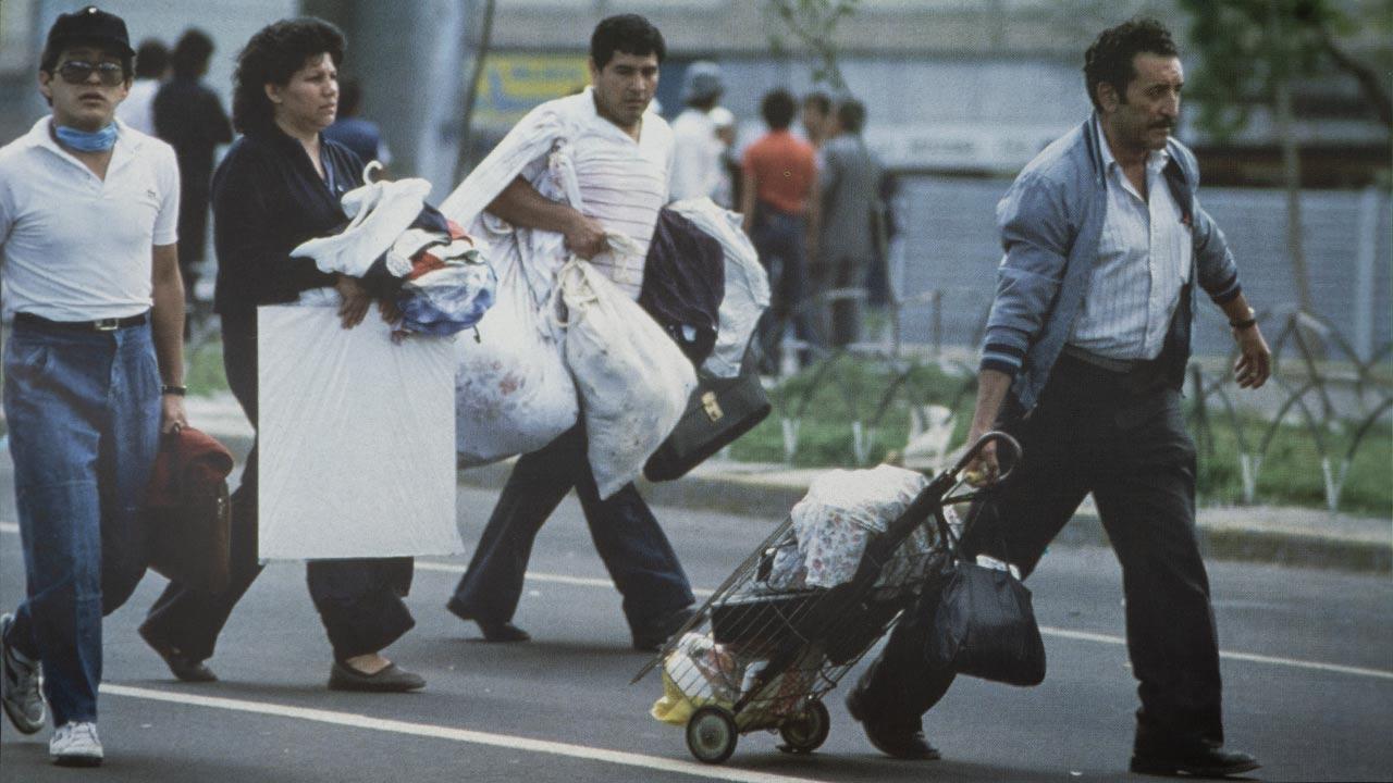 Familias enteras de sobrevivientes que habitaban en El Centro Histórico de la Ciudad y en colonias dañadas por los sismos, huyeron hacia la periferia o a provincia. Foto: Jesús Villaseca.