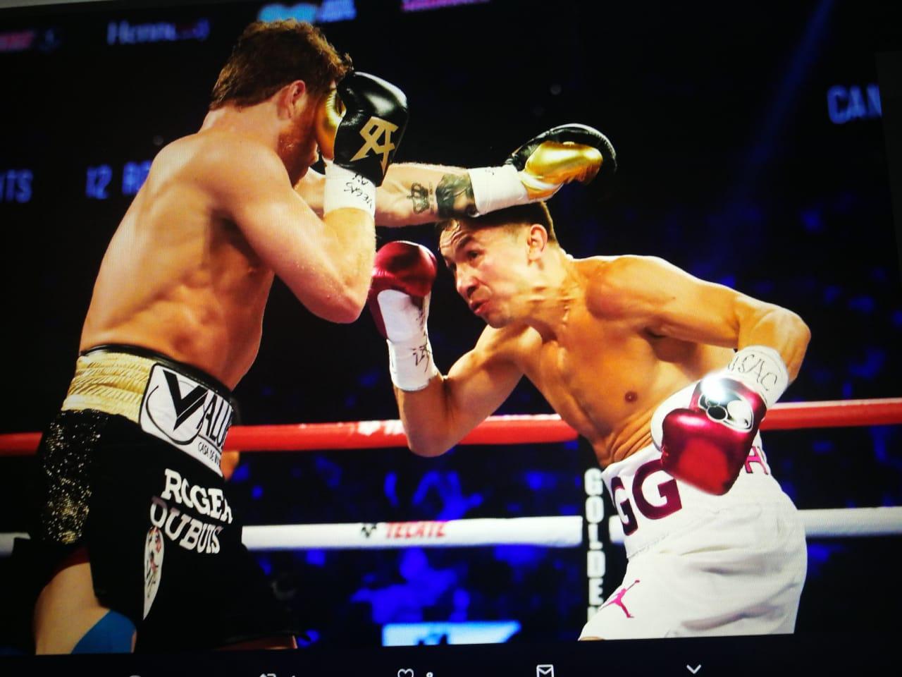 Saúl 'Canelo' Álvarez vence a Golovkin en una 'apretada' pelea