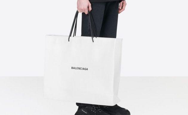 """Balenciaga pone a la venta la """"bolsa de papel"""" más cara del mundo"""