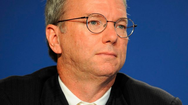 Eric Schmidt (ex CEO de Google) dice que Internet se dividirá en dos para 2028