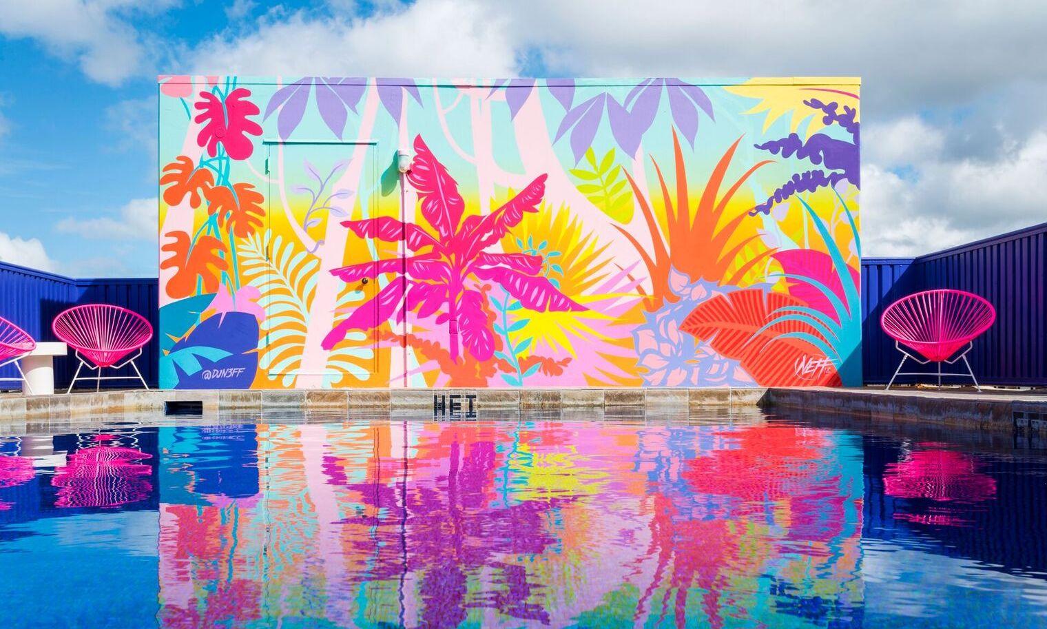 Honolulu, el corazón de Hawái, se tiñe de colores neón