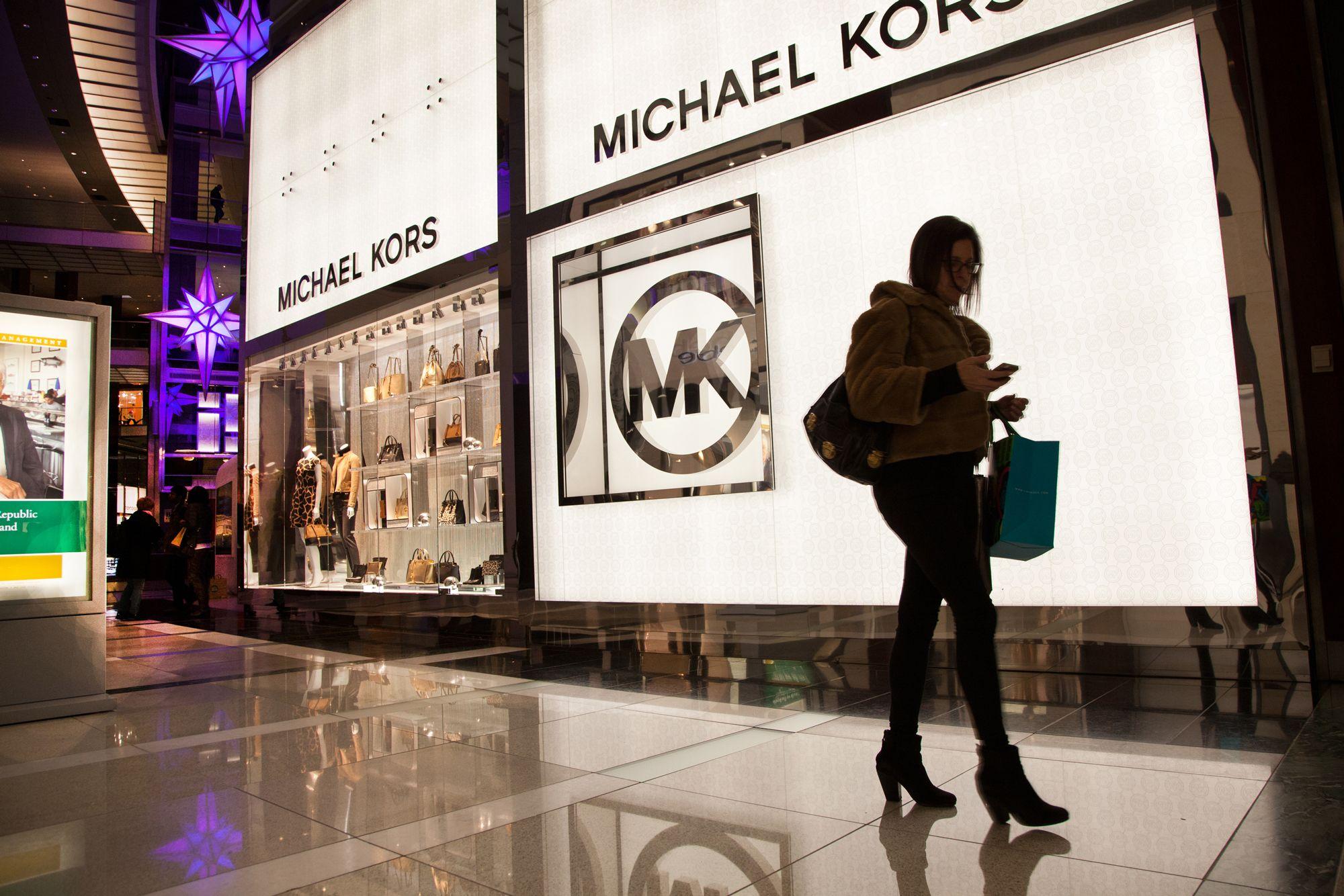 Michael Kors paga más de 2,000 mdd por la firma de moda Versace