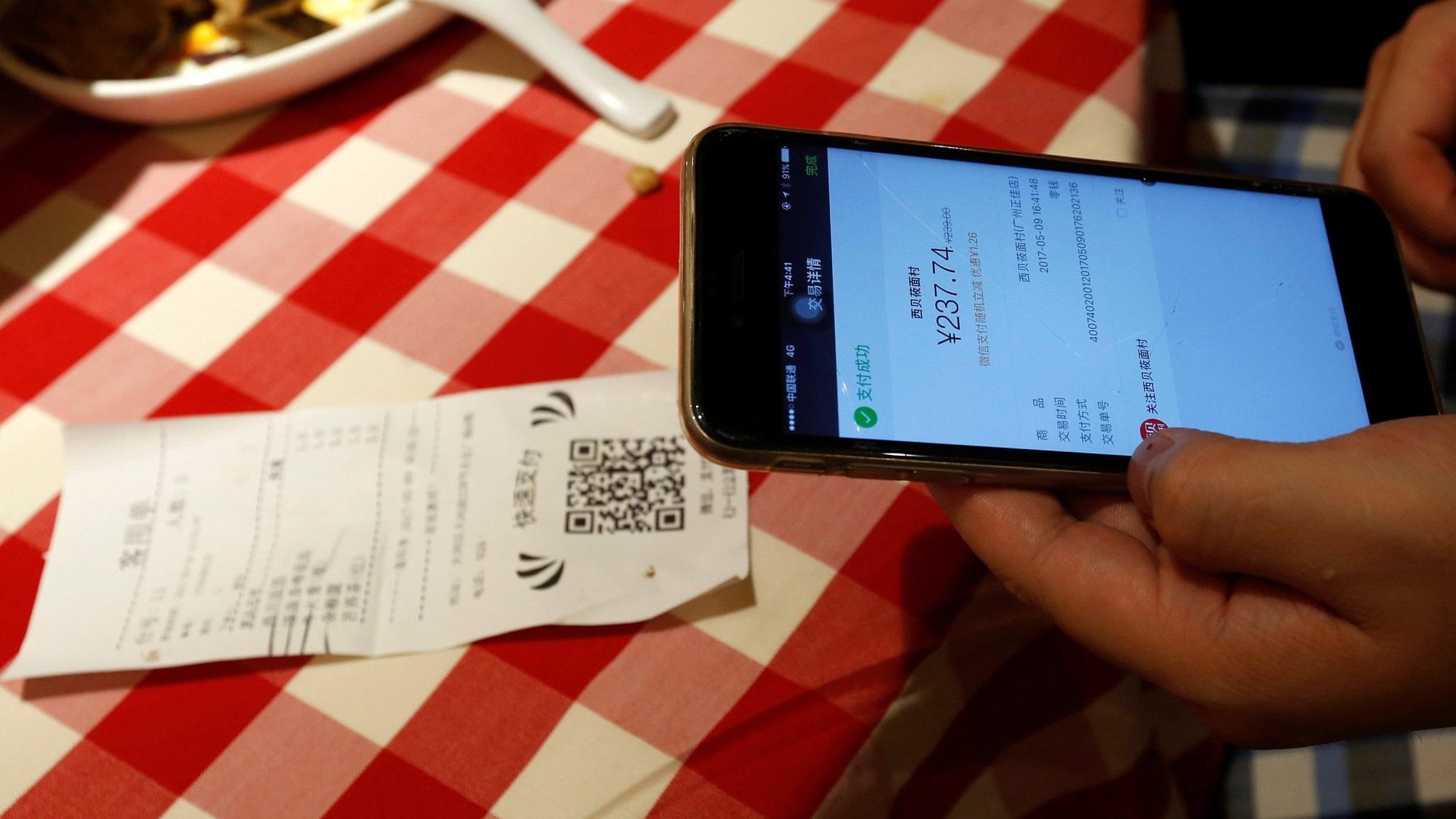 Mientras México rediseña sus billetes, China ya paga todo con el celular