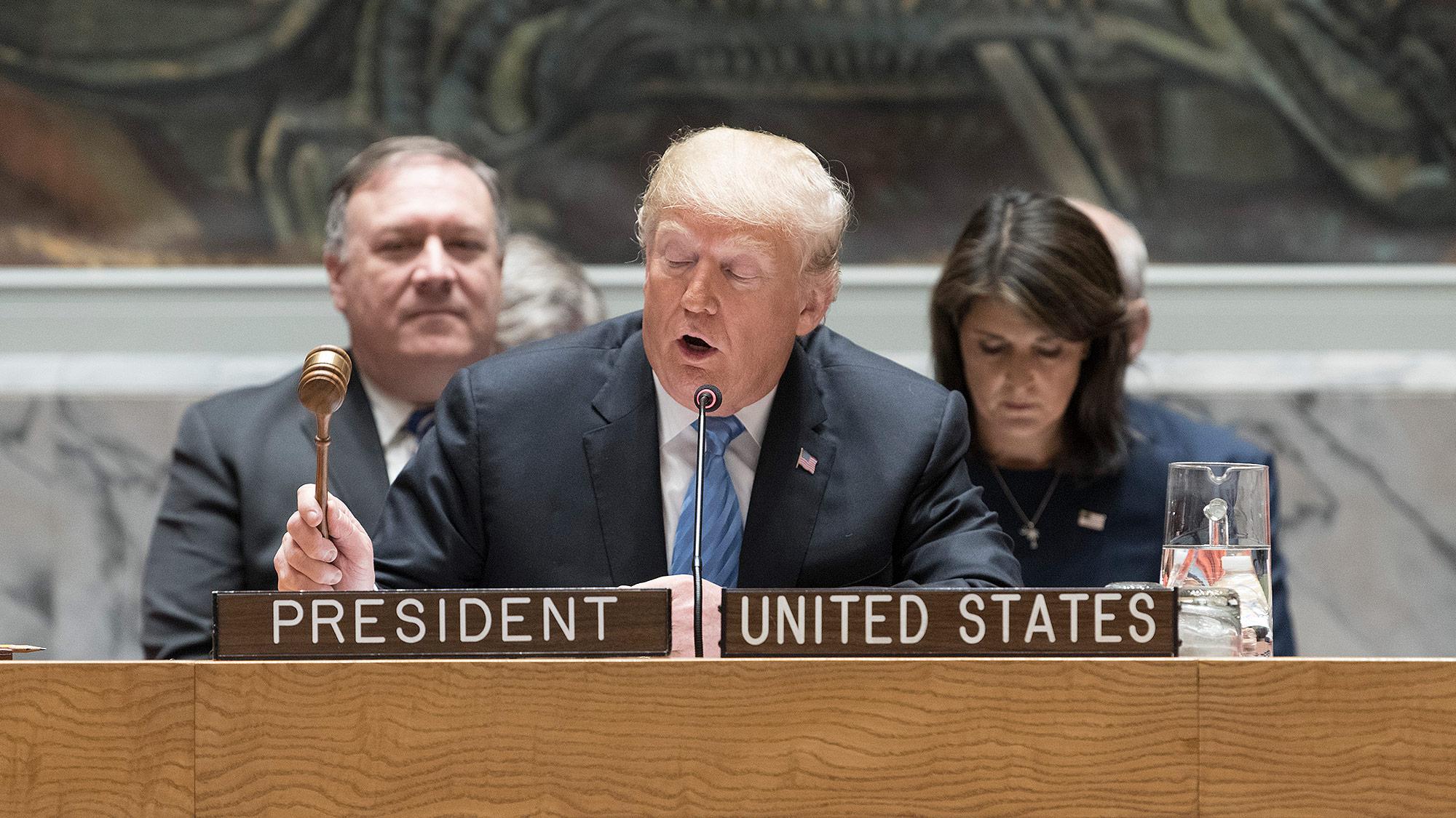 Trump amenaza tambien a Guatemala y El Salvador por caravana migrante