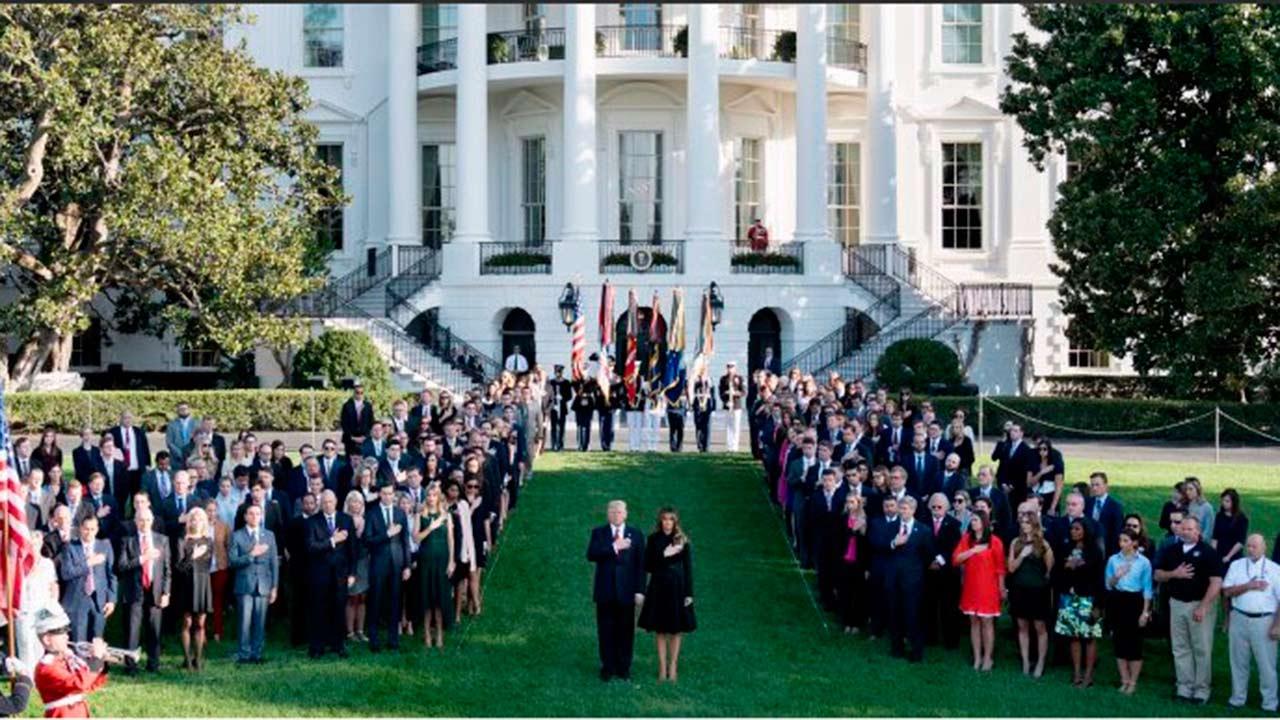 Trump rinde homenaje a víctimas de los atentados del 11S