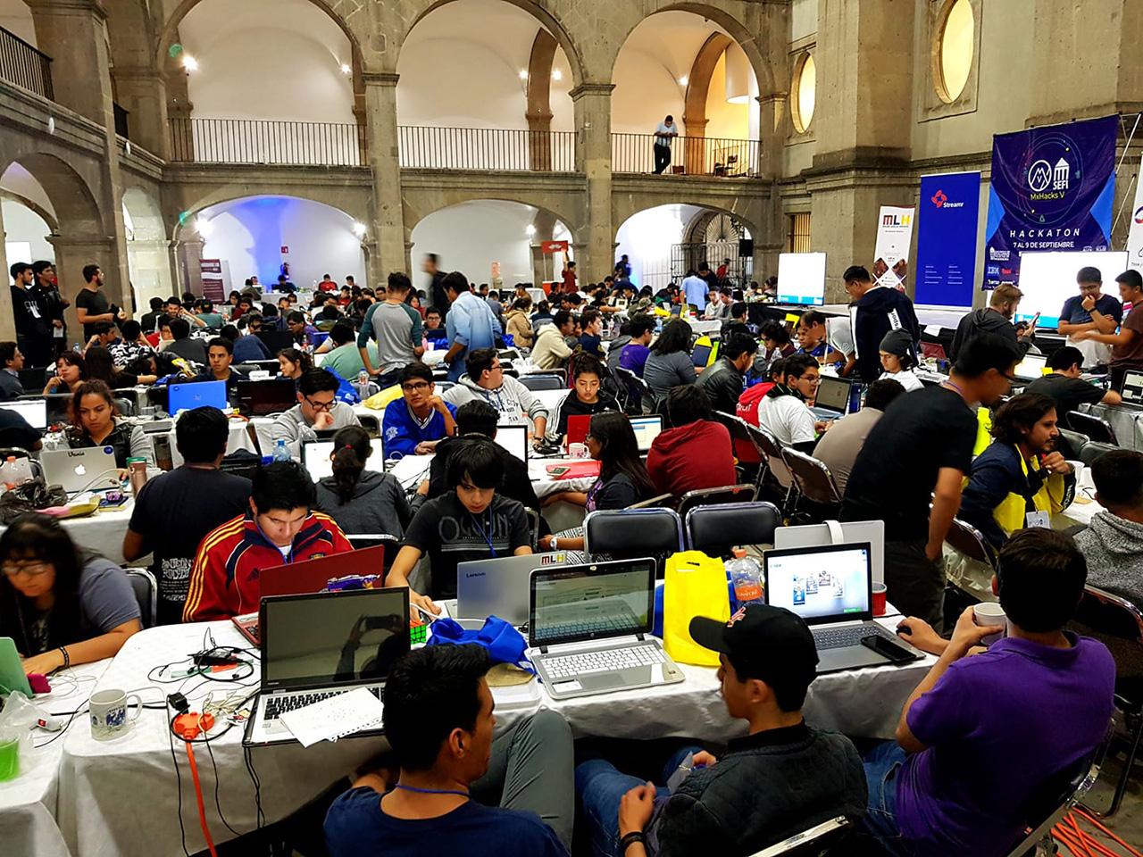 Mexicanos ganan con propuestas sociales un Hackaton
