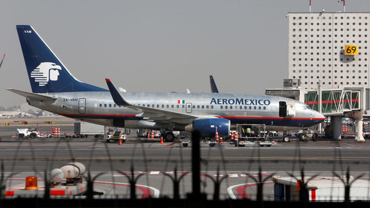 Aeroméxico dice que inversionistas y empresarios buscan participación de control