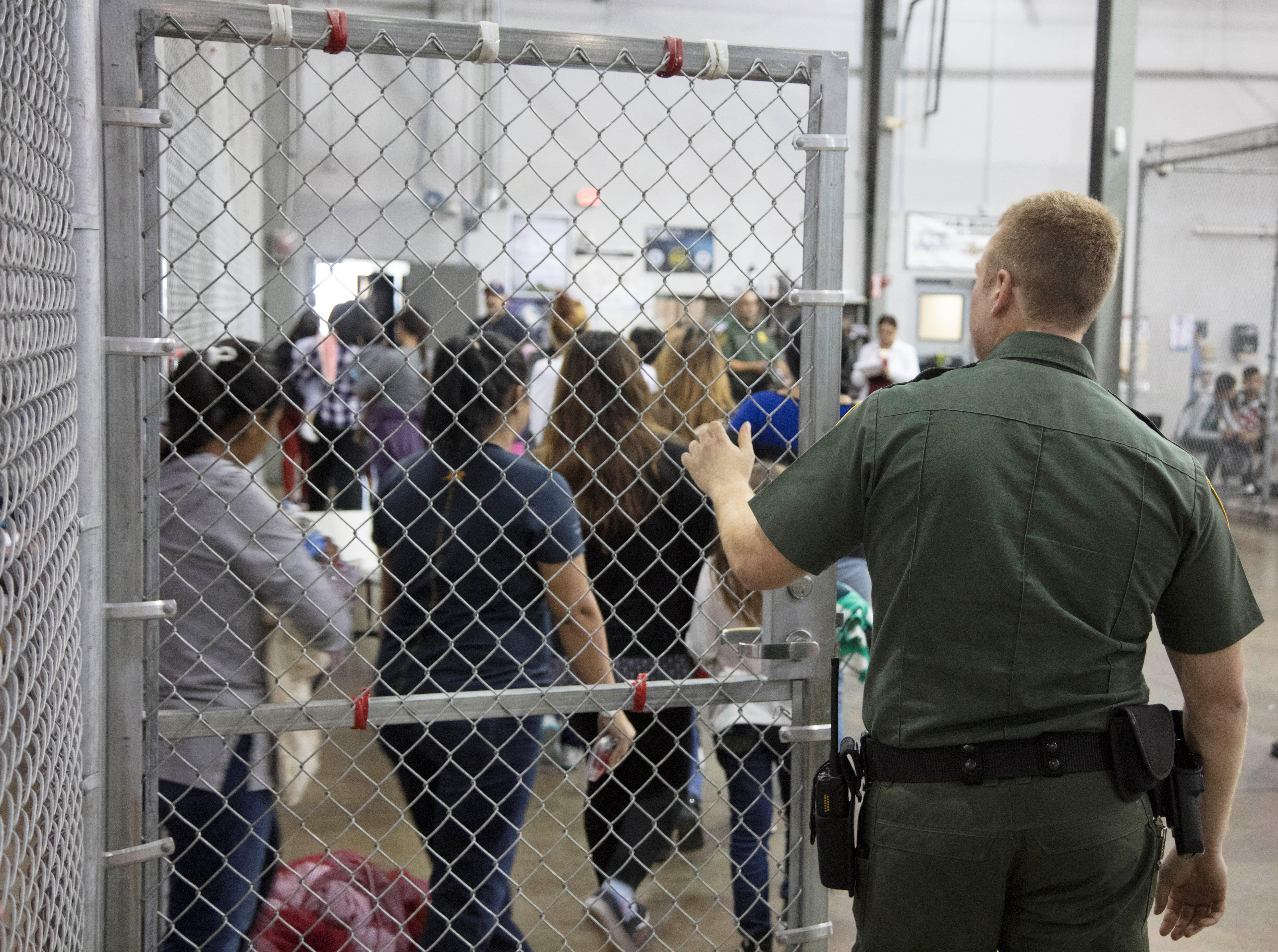 Amnistía: Trump separó a más de 6,000 familias en la frontera con México