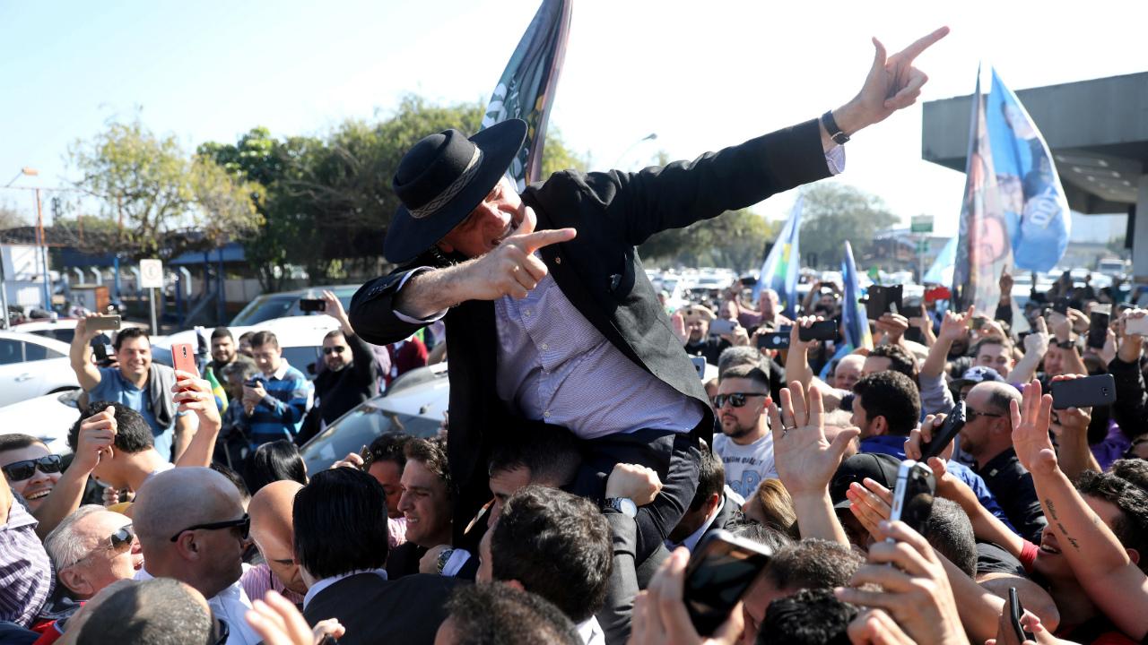 Bolsonaro sigue líder de las encuestas a una semana de la elección