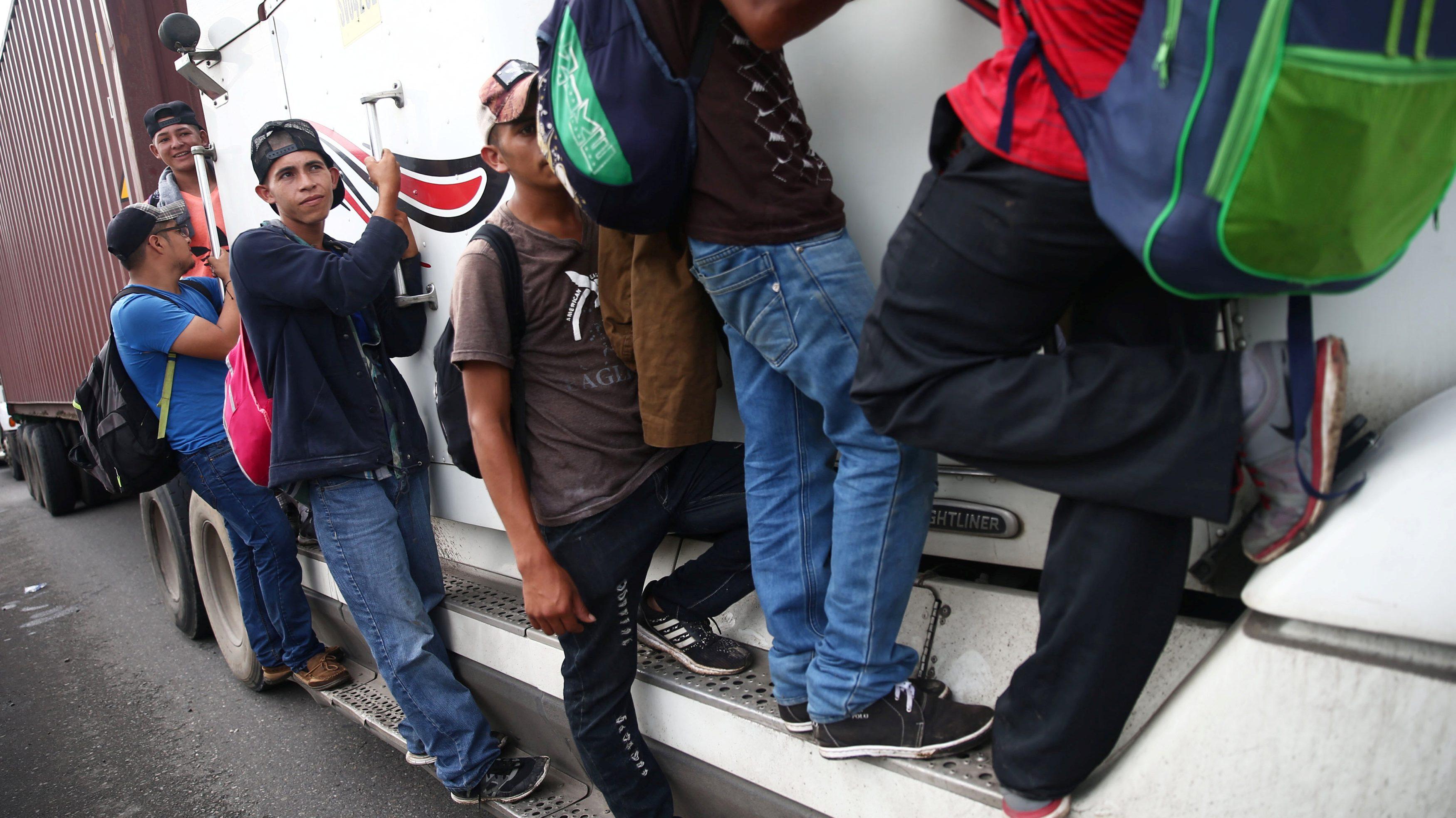 Migrantes de caravana deben hacer trámite individual para entrar a México: SRE