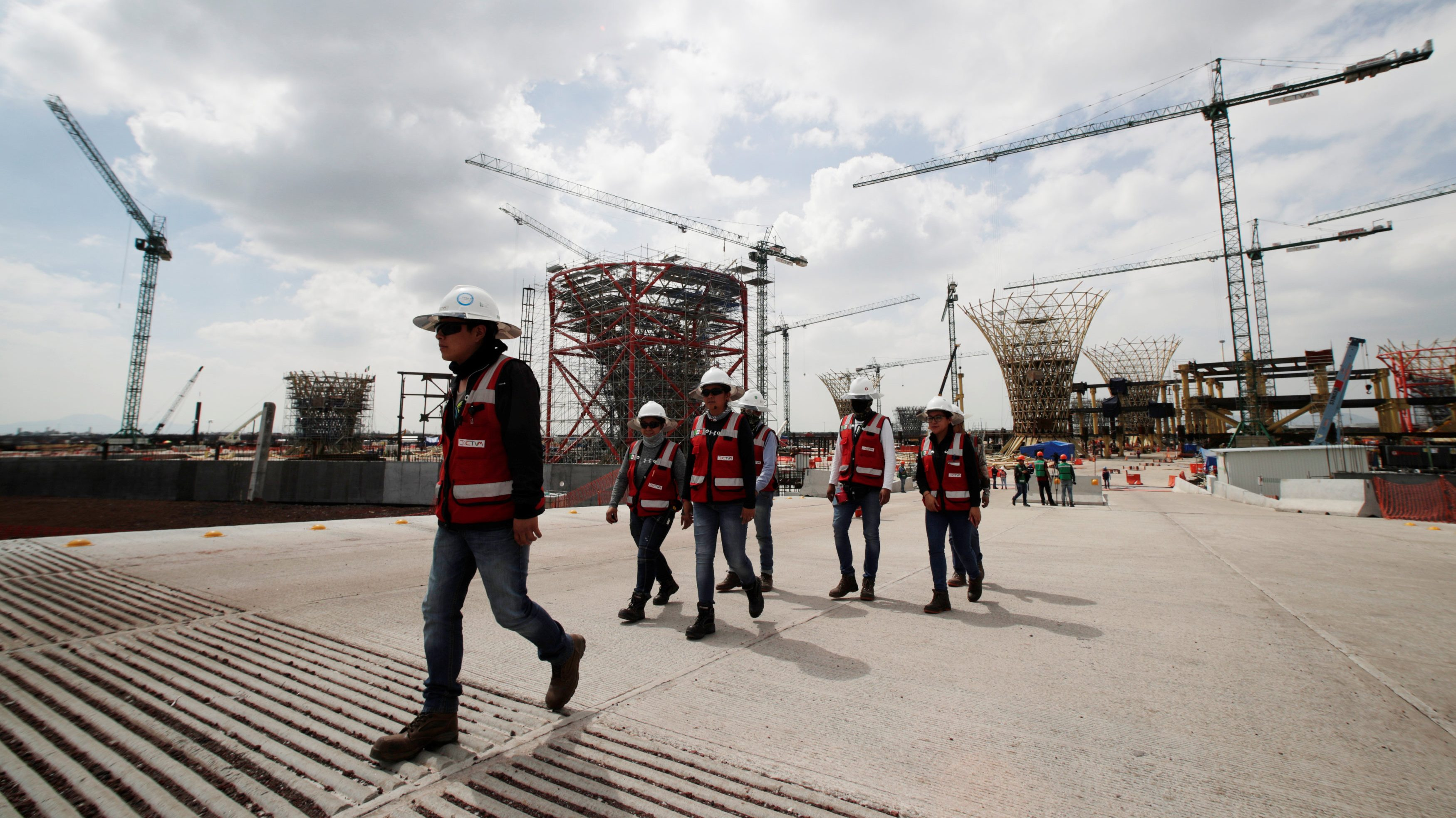 AMLO deja precio de los bonos del NAIM al libre mercado