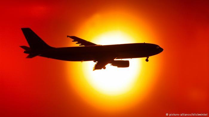 Estos son los efectos de viajar en el vuelo más largo del mundo