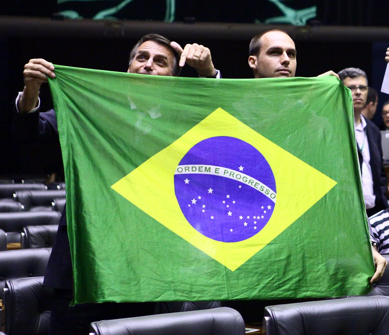 Bolsonaro abre posibilidad para que EU tenga base militar en Brasil