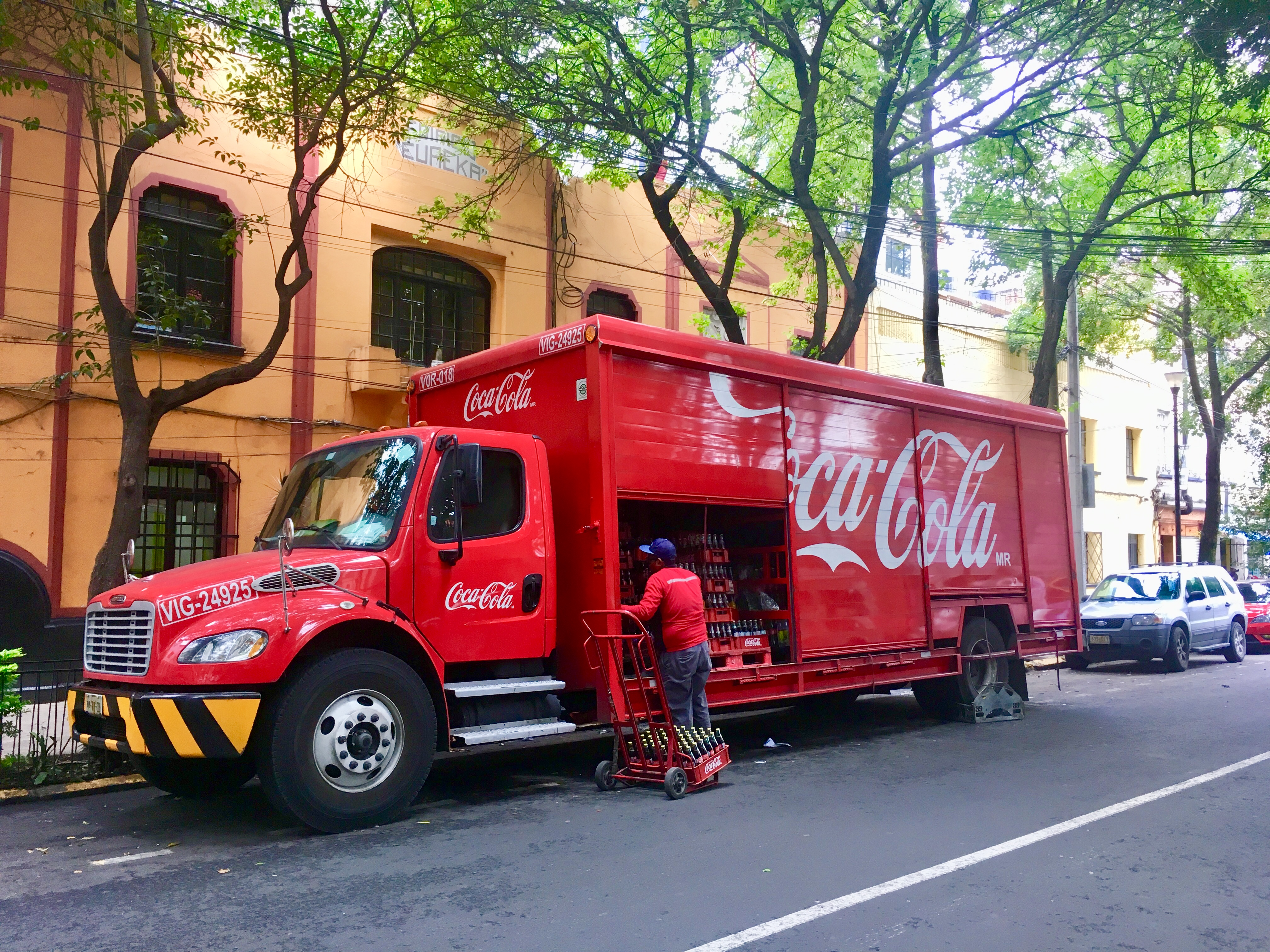 Coca-Cola Femsa enfrenta inconformidades laborales en Centro de Distribución
