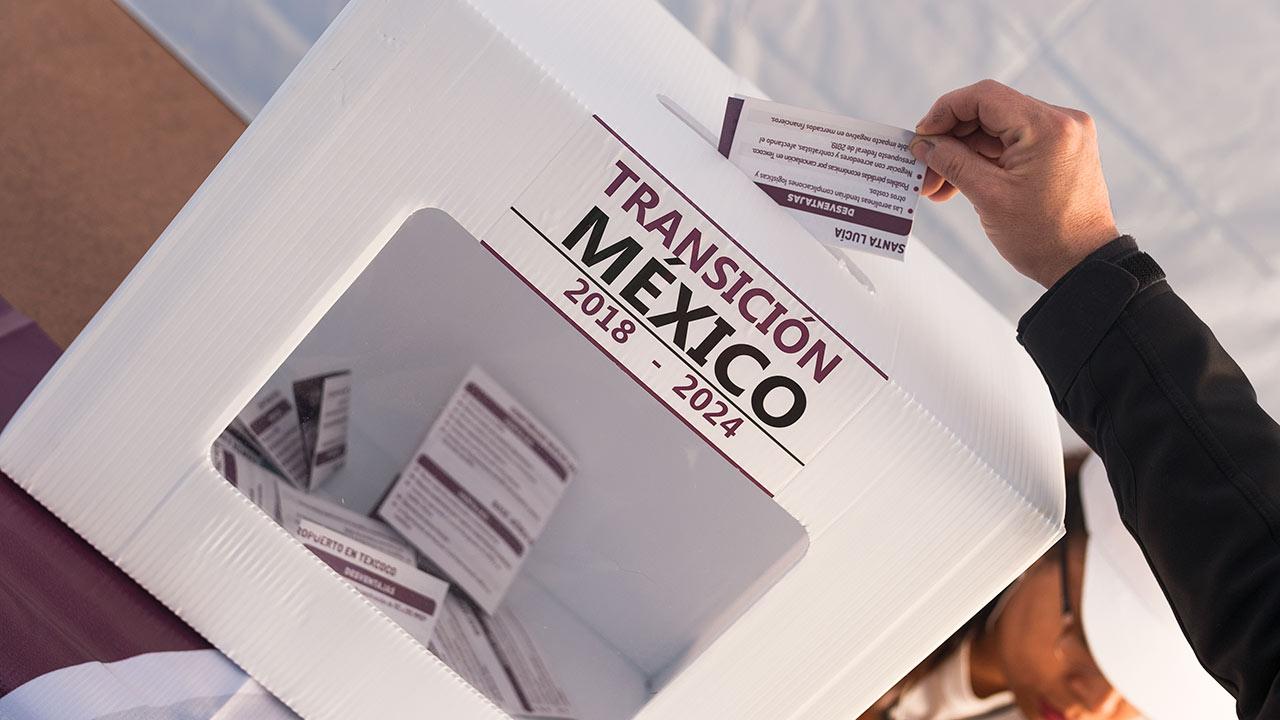 Megaconsulta de AMLO pregunta hasta por programas ya avanzados