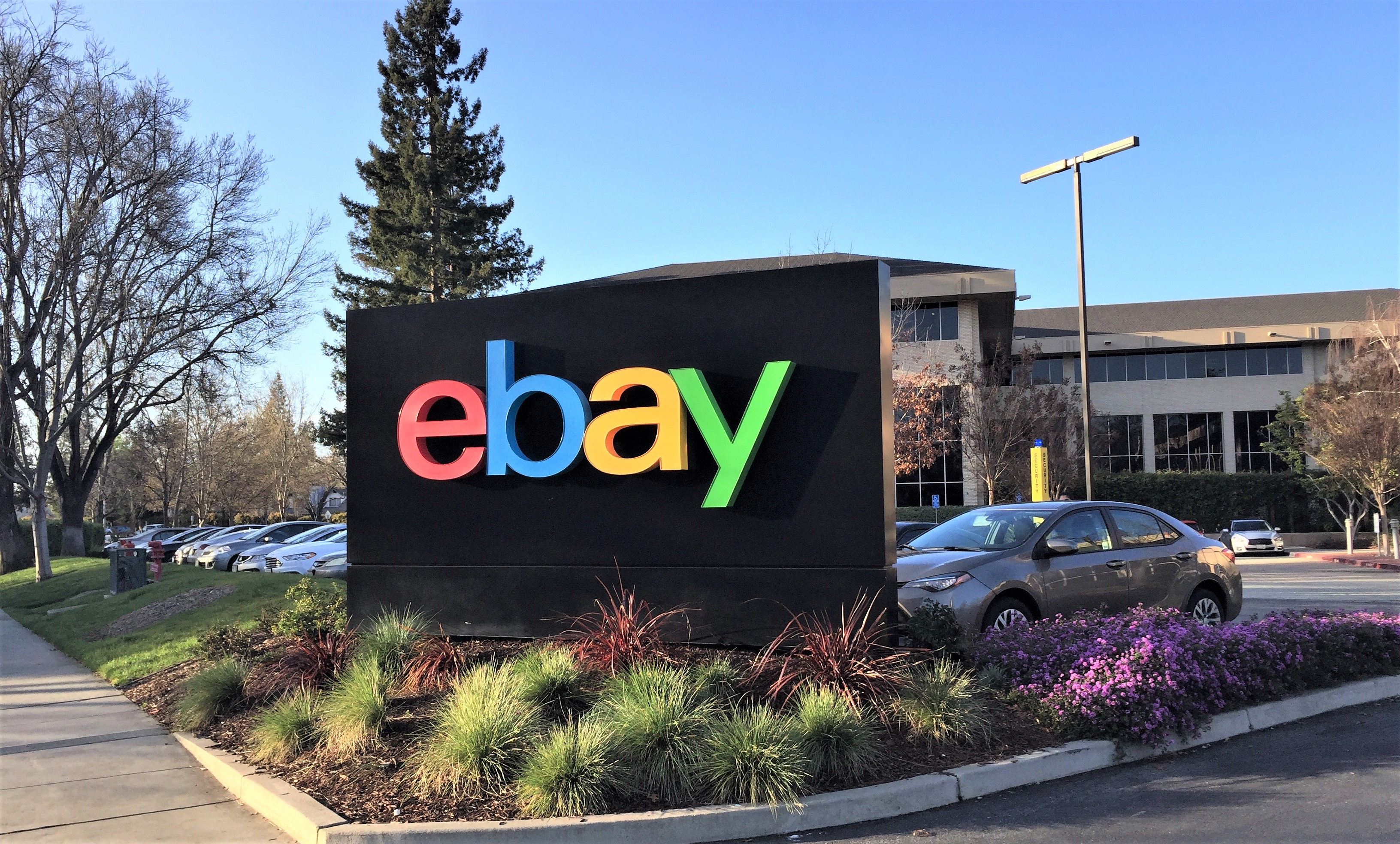 eBay acusa a Amazon de robarle comerciantes minoristas
