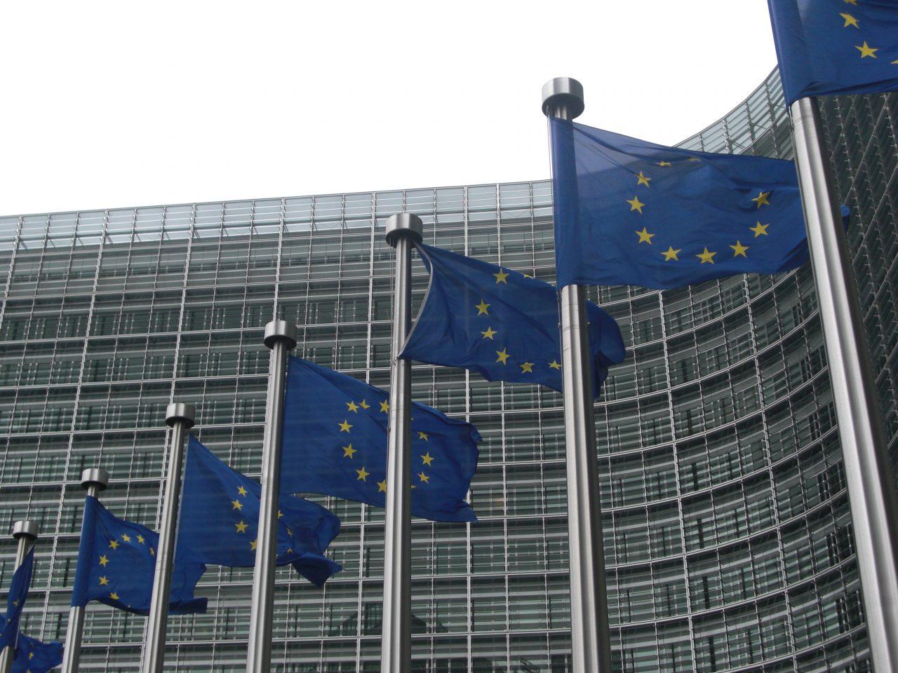 Mercados se deshacen de euros y bonos italianos por tensión presupuestaria