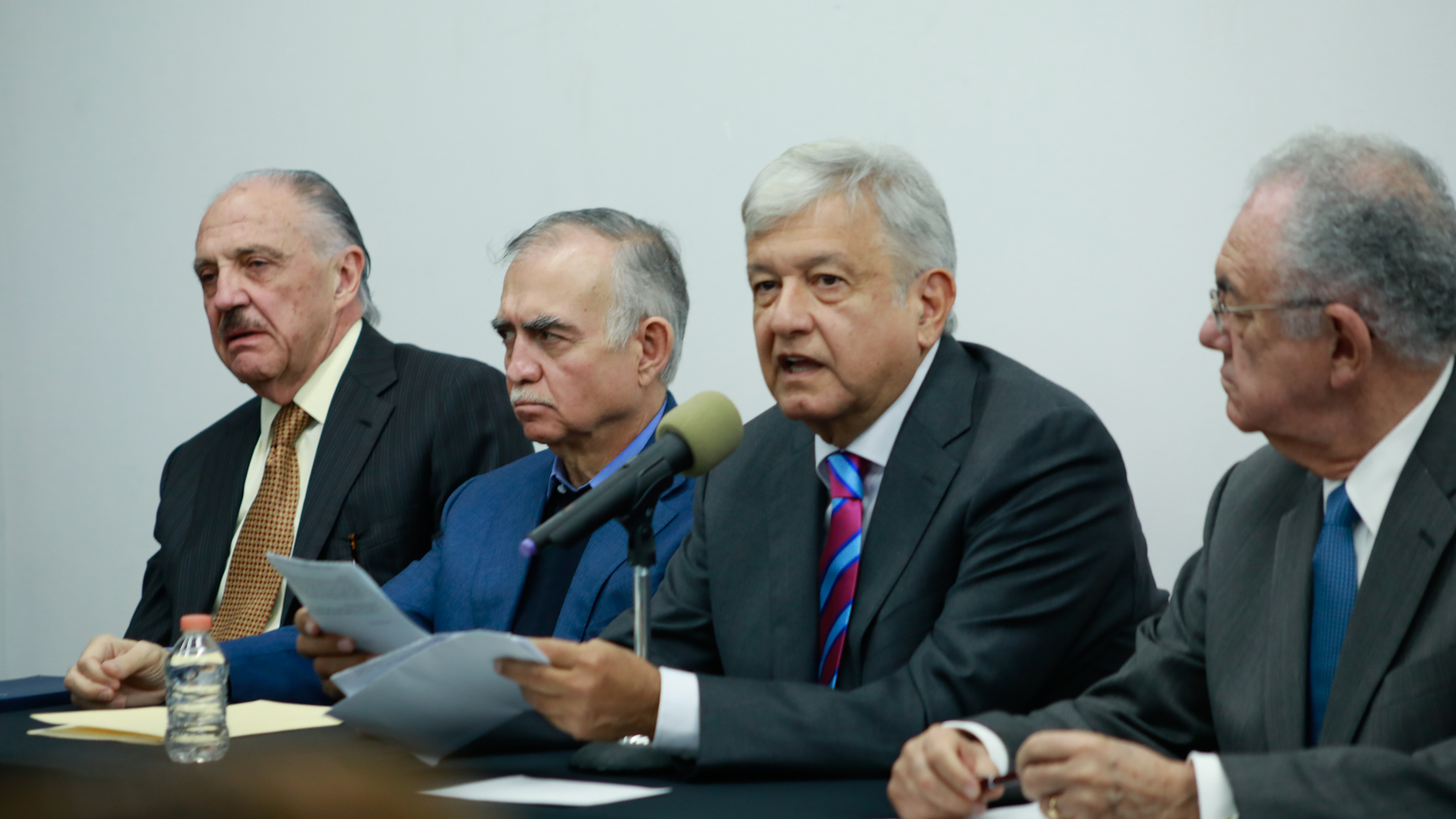 AMLO nombra a los próximos responsables para obras en aeropuertos