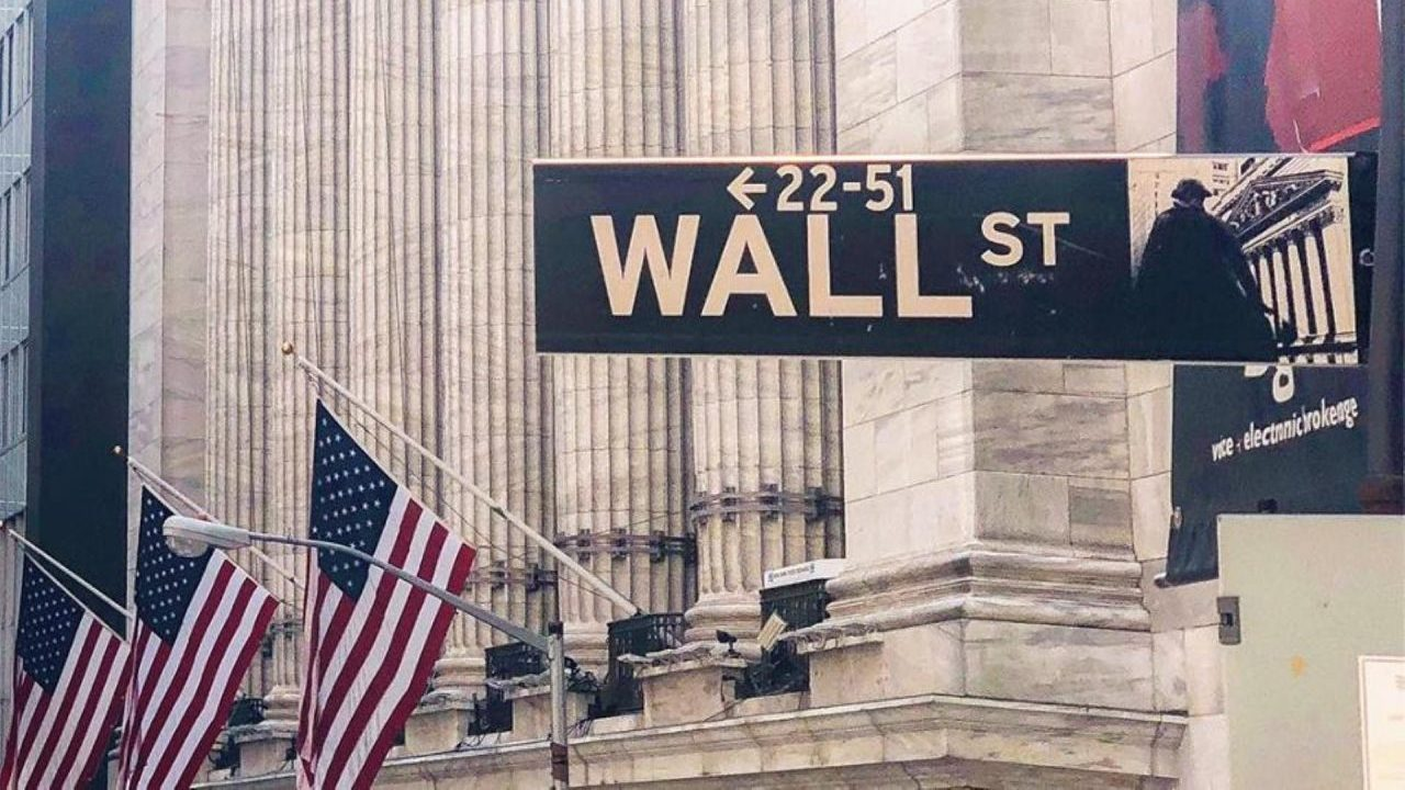 Wall Street cierra dispar en medio de tensiones entre China y EU