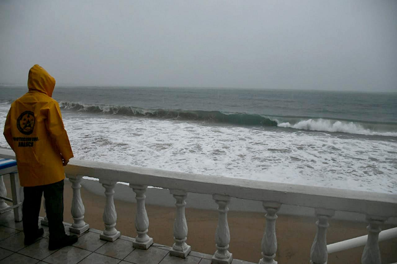 Huracán Willa tocará tierra esta tarde en Sinaloa y Nayarit