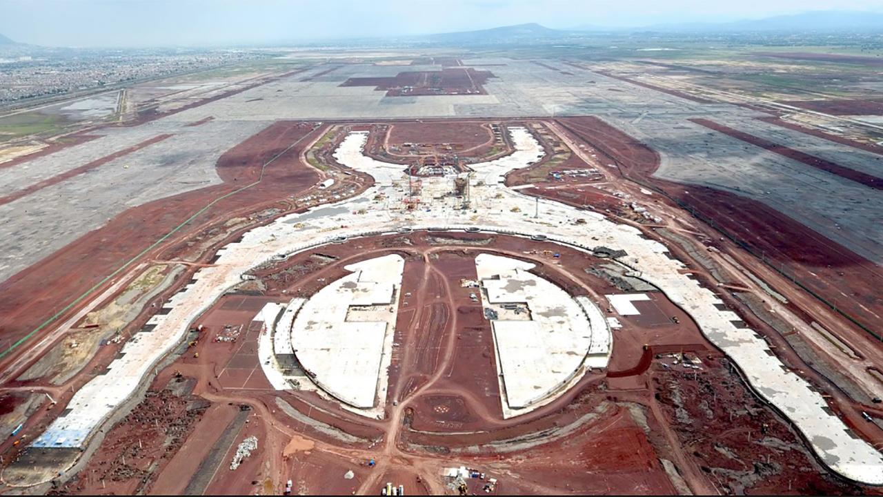 Titular de Cofece, a favor del aeropuerto en Texcoco