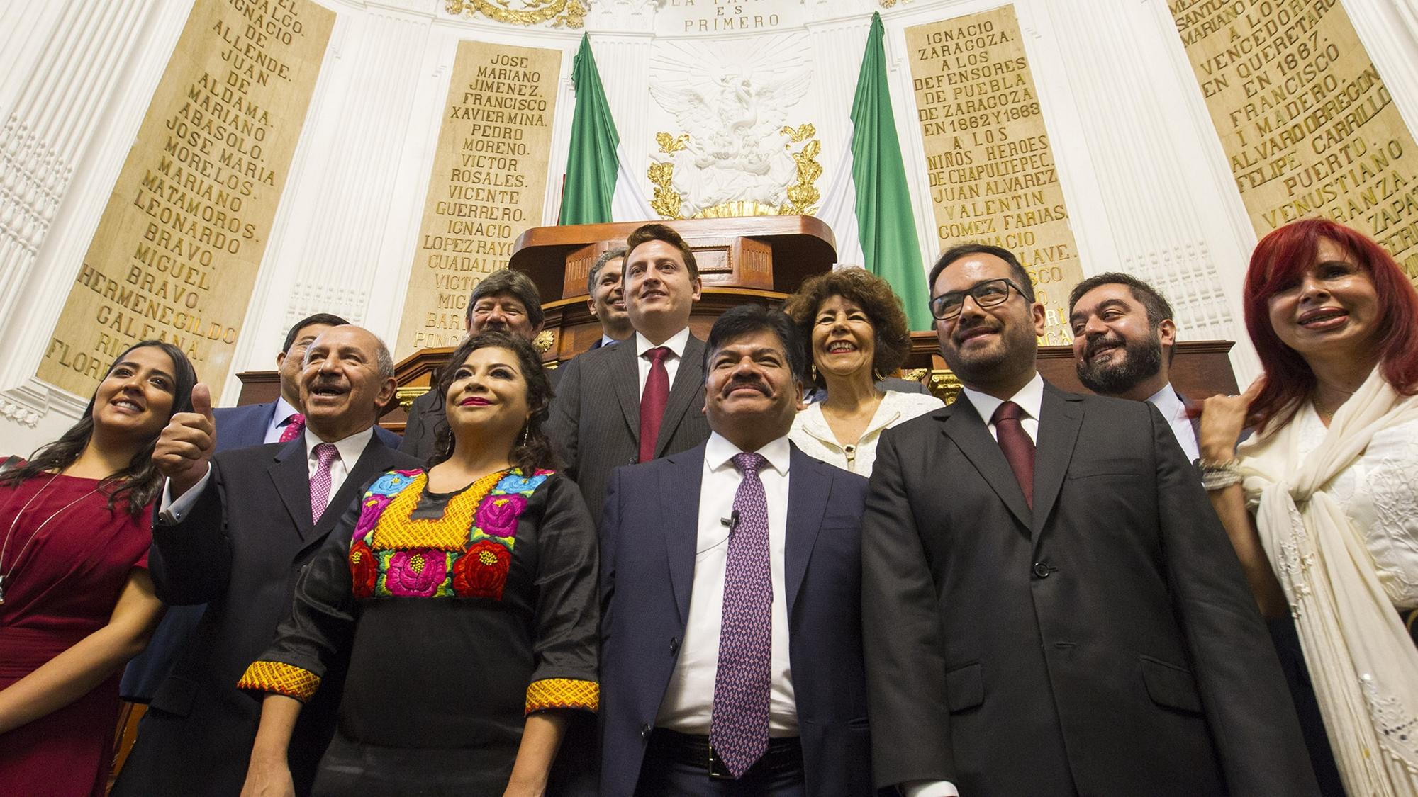 Los 16 nuevos alcaldes de la Ciudad de México rinden protesta