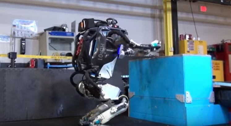Atlas, el robot de Boston Dynamics que también hace parkour