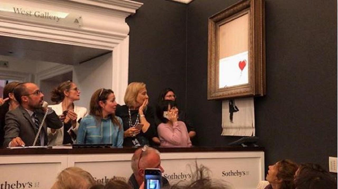 Obra de Banksy se autodestruye después de ser vendida por 1.3 mdd