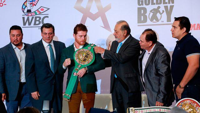 Canelo Álvarez recibe cinturón de Campeón Mundial Medio