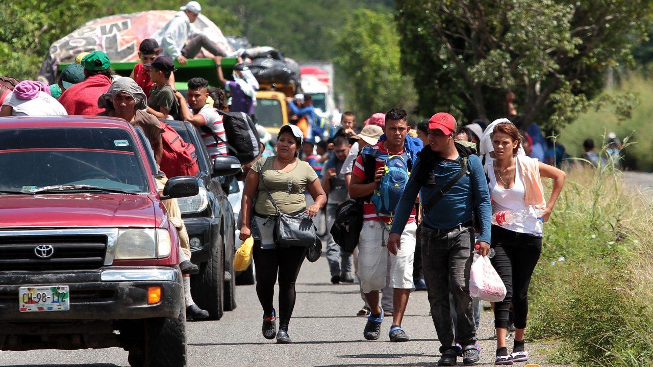 AMLO asegura avance de nueva caravana migrante es una estrategia política que 'alguien armó'