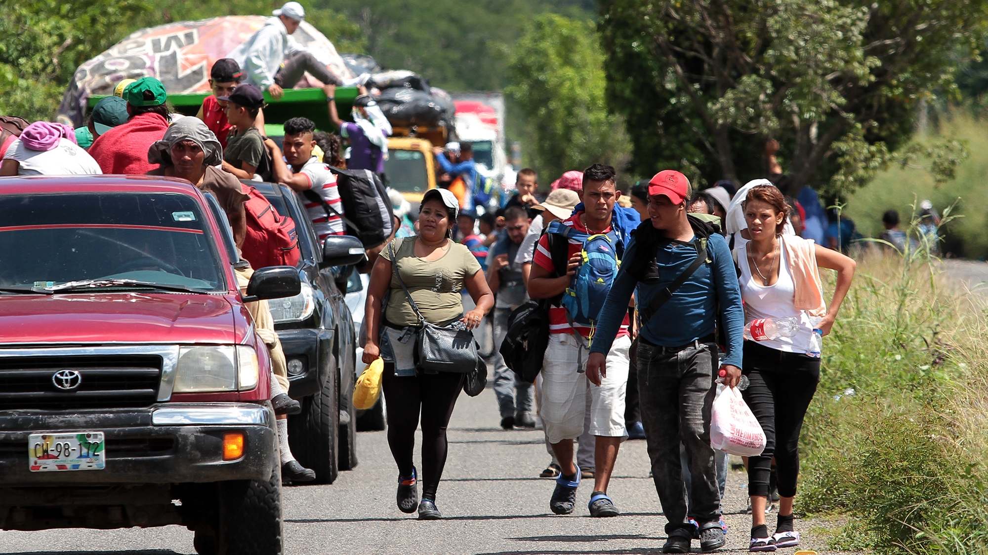 Caravana Migrante comienza a salir de Querétaro